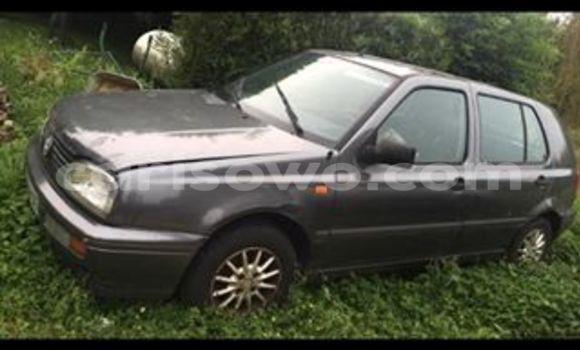 Acheter Voiture Volkswagen Golf Noir en Cotonou