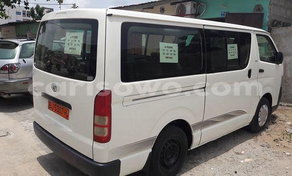 Acheter Voiture Toyota HiAce Blanc en Cotonou