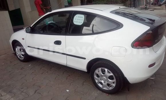 Acheter Voiture Mazda 323 Blanc en Cotonou