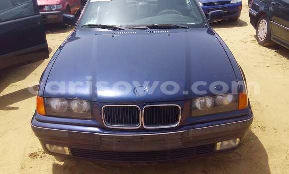 Acheter Voiture BMW 3-Series Bleu à Porto Novo en Benin