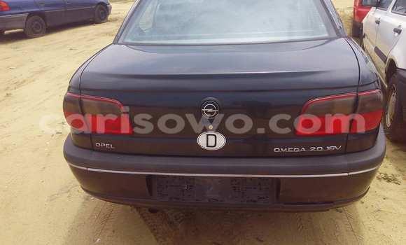 Acheter Voiture Opel Omega Noir à Porto Novo en Benin